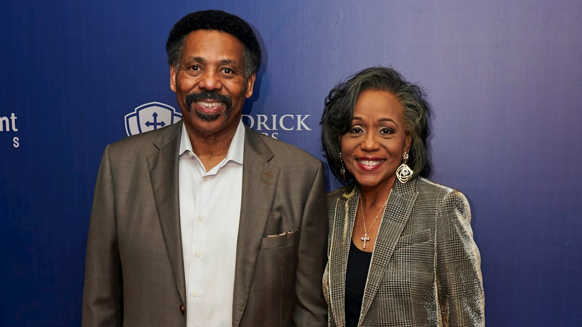 Tony Evans Becomes the First Sole African American to Author a Study Bible, Commentary Named for Him